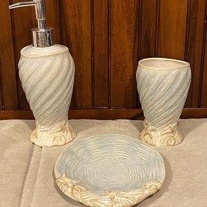 Used sea shell beach bathroom set as is